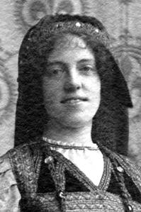 1913 - Yvonne de Séjournet de Rameignies II (Tournoi de Chevalerie à Tournai) (portrait).jpg