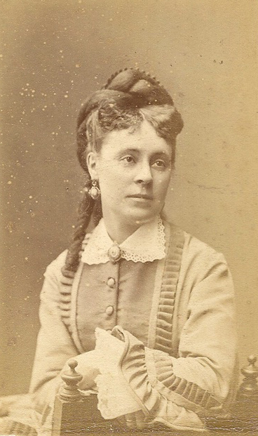 Valérie van Tieghem de Ten Berghe (1837-1908), seconde épouse baron Albert de Séjournet de Rameignies coll. Mme Philippe-Edgar Detry